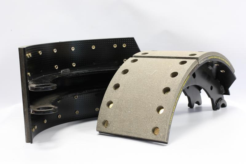 Machoires de frein garnies pour véhicles industriels