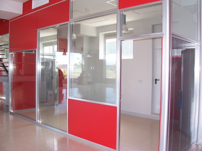 Divisiones de oficina edificaci n raesa perfiles for Divisiones para oficina